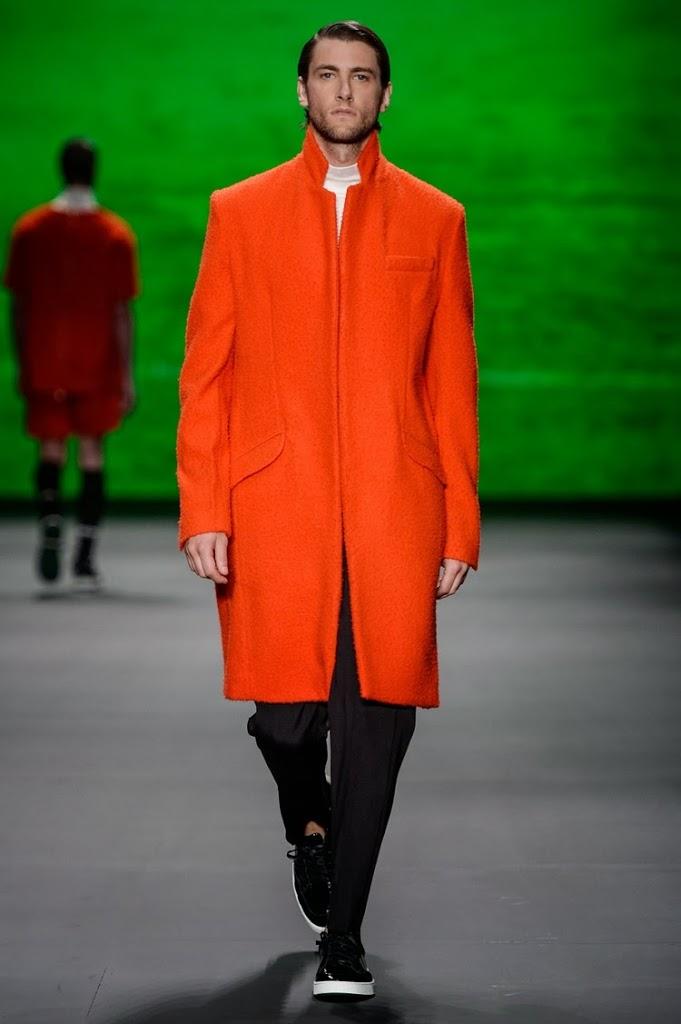 Conseguiu identificar na foto acima duas das tendências que acabamos de  falar  Estou me referindo ao vermelho e a lã que vieram em outro estilo de  peça com ... f00b15592e