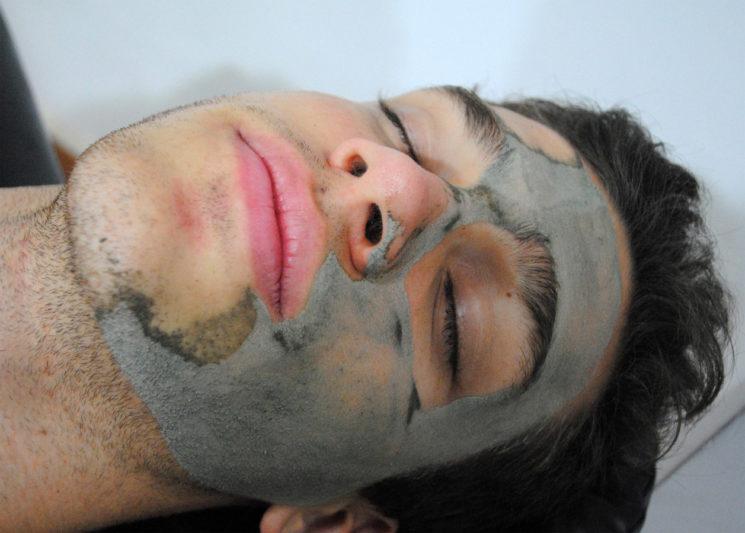 Máscara de argila para homens
