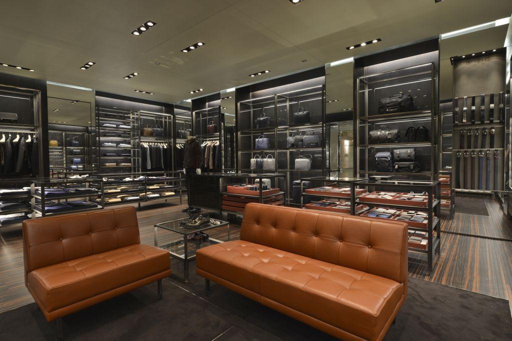f7d3d229e7501 Prada inaugura primeira loja masculina no Brasil - MODA SEM CENSURA ...