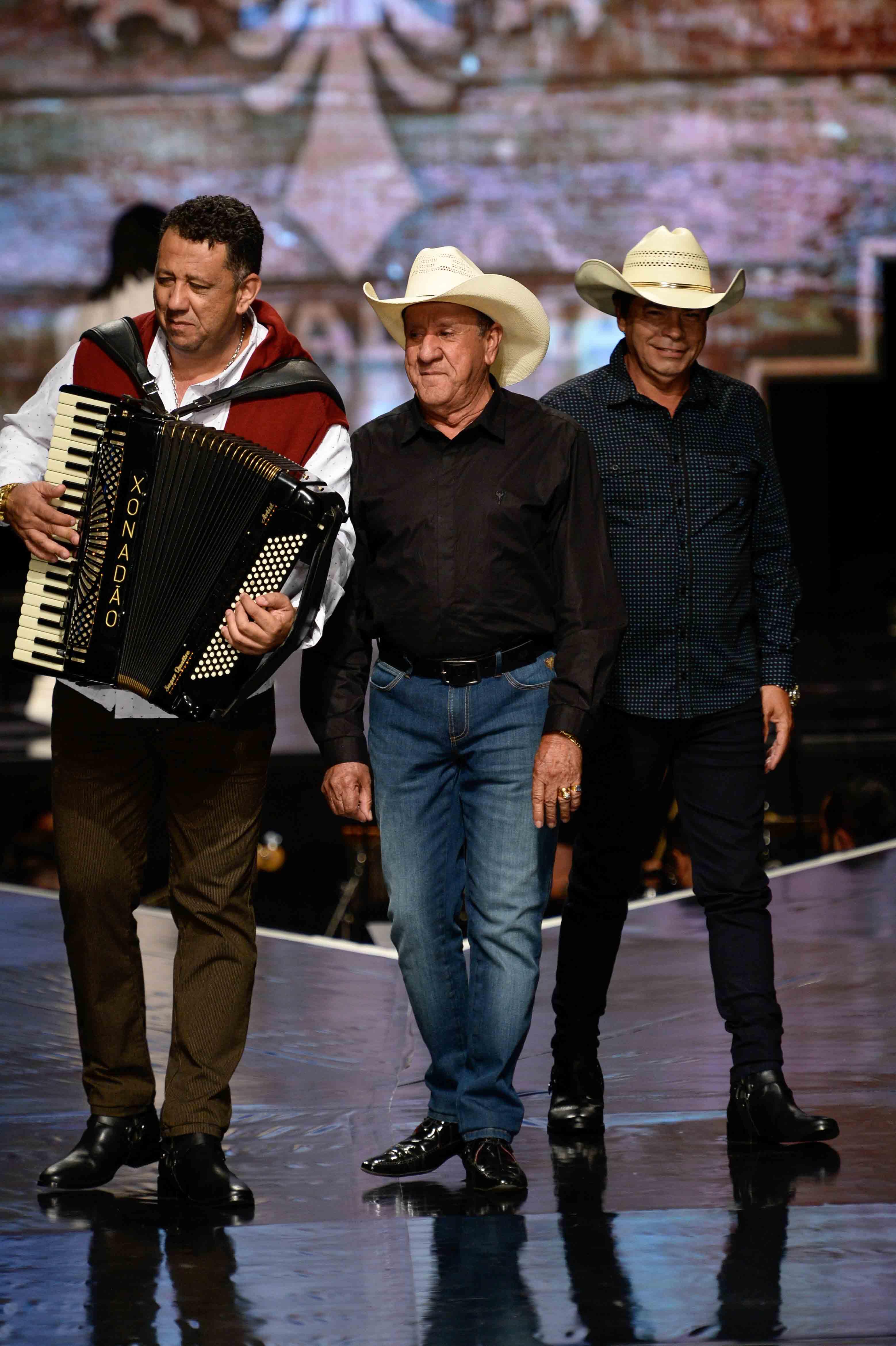 Trio Parada Dura - passarela_cavalera_fernanda-calfat176