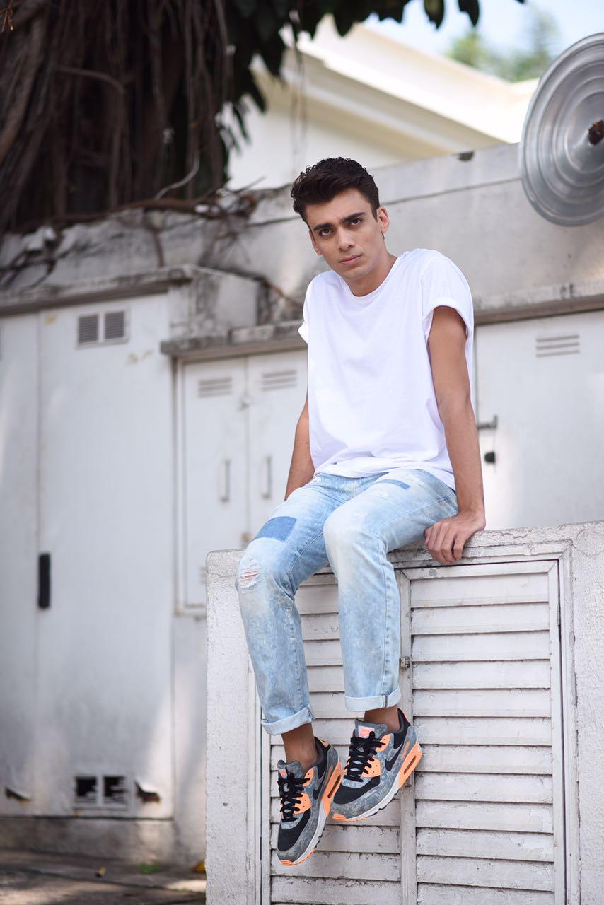 alex-cursino-look-masculino-patches-masculino-como-usar-patches-calca-com-patches-menswear-dicas-de-moda-influencer-mens-staroup-jeans-cabelo-masculino-spfw-trans-spfw-n42-4