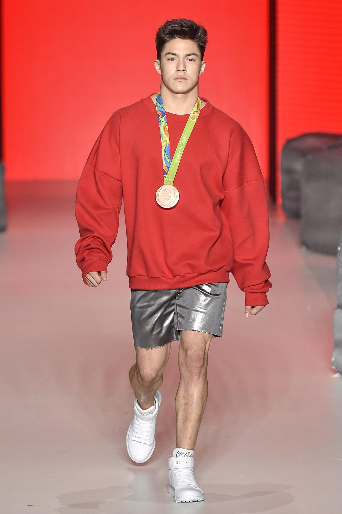coca-cola-jeans-spfw-spfwn42-spfwntransn42-tendencia-masculina-homens-roupa-moda-2017-trends-desfile-alex-cursino-moda-sem-censura-f-hits-men-trends-fashion