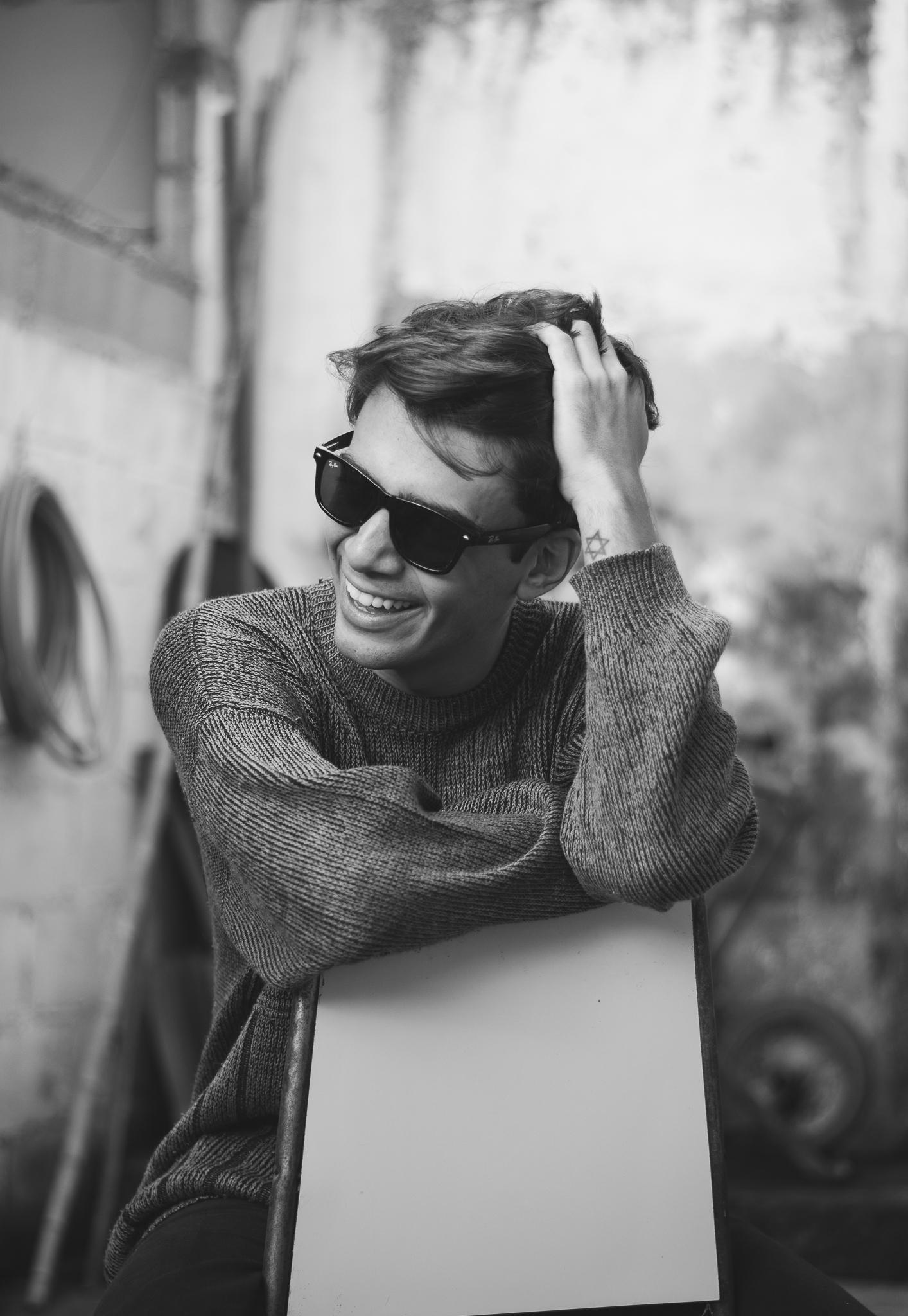alex-cursino-rafaella-santiago-matheus-komatsu-shooting-editorial-de-moda-influencer-youtuber-blogueiro-de-moda-dicas-de-moda-como-ser-estiloso-anos-90-roupa-masculina-vogue-8