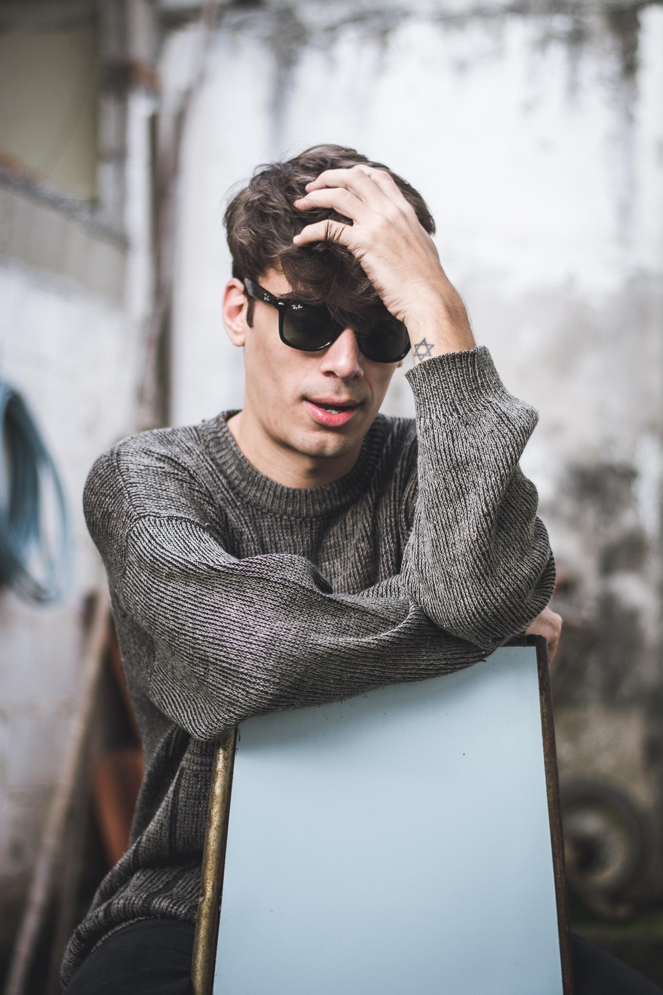 alex-cursino-rafaella-santiago-matheus-komatsu-shooting-editorial-de-moda-influencer-youtuber-blogueiro-de-moda-dicas-de-moda-como-ser-estiloso-anos-90-roupa-masculina-vogue-9