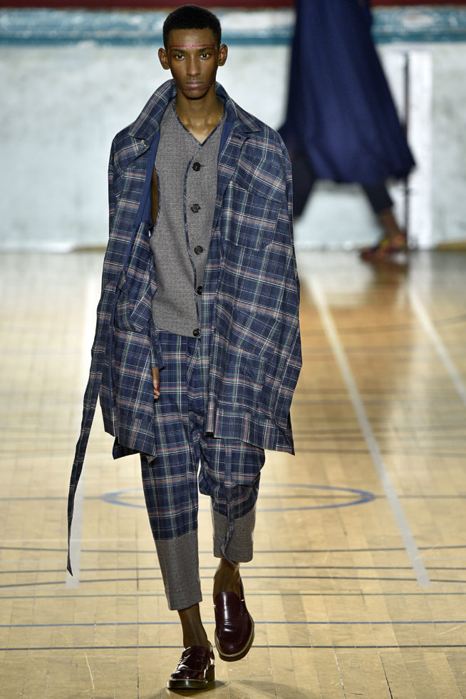 viviene-westwood-inverno-2017-winter-2017-fall-2017-london-fashion-week-mens-desfile-masculino-tendencia-2017-moda-sem-censura-blog-de-moda-masculina-alex-cursino-16