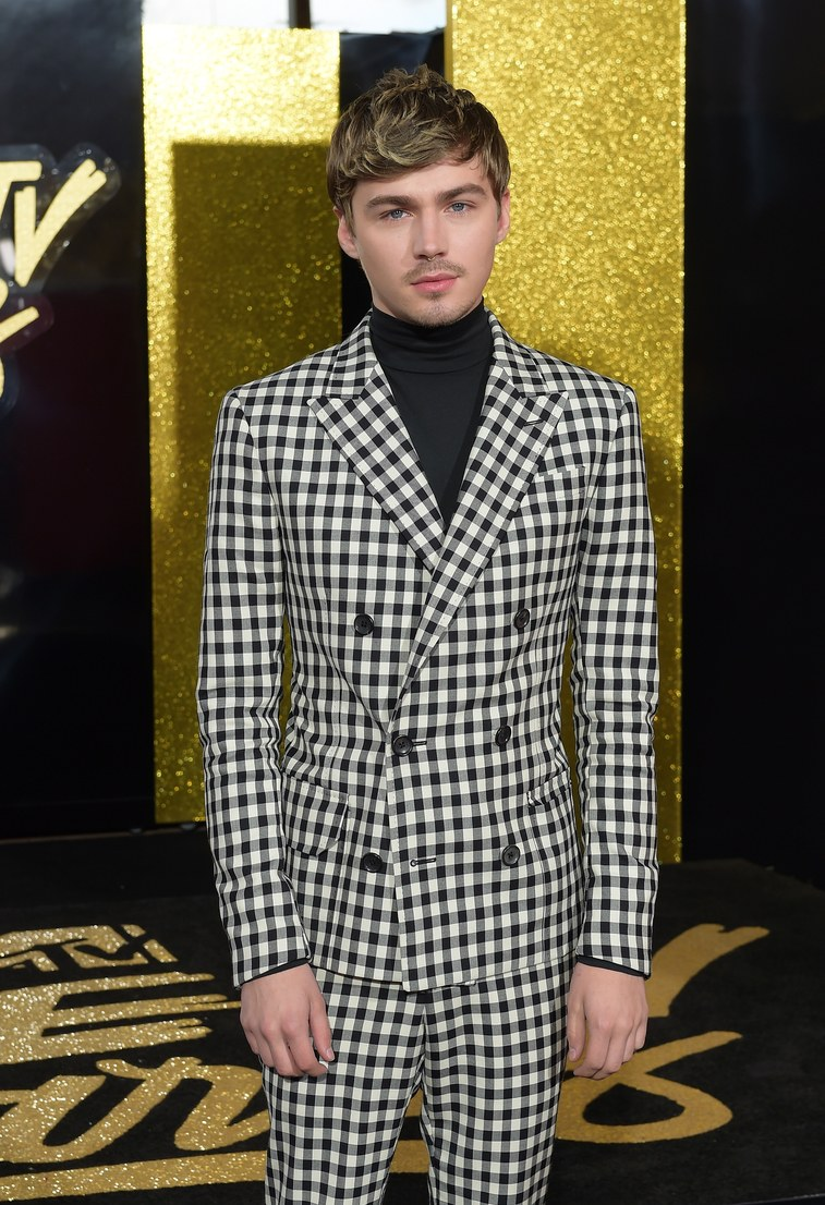 MTV Movie & TV Awards, red carpet, look masculino 2017, 13 reasons why, outfit, dicas de moda, blog de moda masculina, blogger, youtuber, youtube, menswear, style, estilo masculino (7)