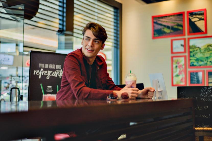 Shooting #10: jaqueta marsala e café americano