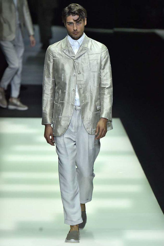 362ac002e46e3 A Giorgio Armani desfilou suas apostas em tendência masculina Verão 2018  durante a Milan Menswear Spring Summer 2018