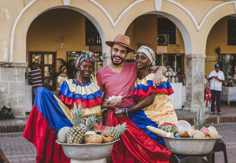 Cartagena das Índias: look masculino com tons de rosa