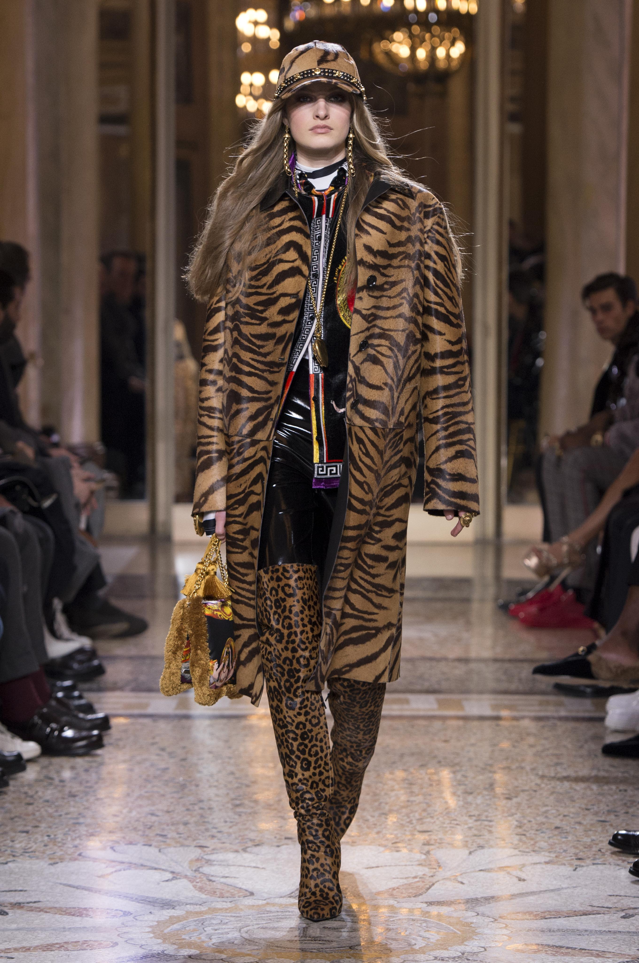 2720 x 4096 modasemcensura.com · Versace Inverno 2018 masculino. tendencia  masculina 2018 . 4f57d8804c0